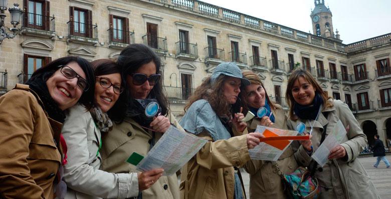 Actividad gymkhana urbana para celebraciones de despedida de soltero realizado por Despedidas Vitoria