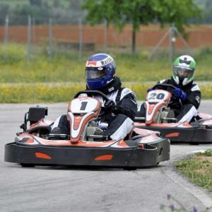 Karting en vitoria es una actividad organizada por tu organizadores de despedidas de soltero y solteras