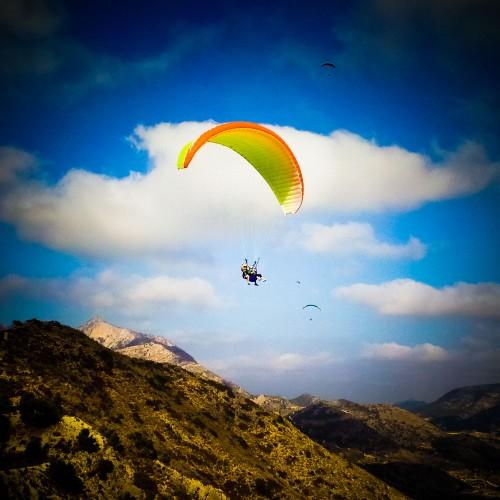 DespedidasVitoria te acerca al cielo para tocar las nubes, volar en parapente